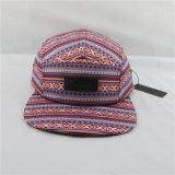 O chapéu do painel do poliéster 5 com couro feito sob encomenda remenda o Hangtag