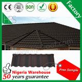 Matériau de construction déplié couvrant la tuile enduite en pierre de pierre de tuile de toit en métal