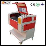 安い価格小型レーザーの切断の彫版機械