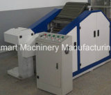 Máquina de cardadura do laboratório usada fazendo a tira do algodão