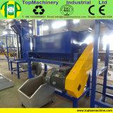 Desecho de la botella que machaca lavarse secando la planta de reciclaje de la botella de los PP