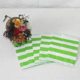 Бумага зеленого цвета благоволит к бумажному мешку