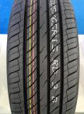 Neumático del coche con tallas completas