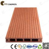 Fora do Decking de imitação de madeira impermeável do pátio