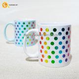 Taza de café de Starbucks de la porcelana con el punto del color