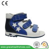 Form-Stern-Art-Kind-Verhinderung-Sandelholz scherzt korrektive Schuhe mit Senkfußeinlage