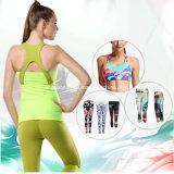 習慣の動揺のズボンの圧縮のタイツ、タイツ、ヨガの摩耗を実行している女性