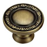 Il rivestimento di rame antico ha forgiato la maniglia d'ottone di tiro della mobilia