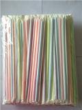 Farben-flexibler Plastiktrinkhalm in Papier eingewickelt