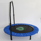 Mini trampoline à ronde bleue à usage intérieur à la maison
