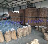 Agente comprando do prego da telhadura do mercado de Nigéria