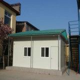 간단하 디자인된 마을 집 모듈 집