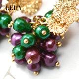 金によってめっきされる葉の紫色の緑の真珠は低下イヤリングをぶら下げる