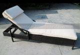 Lounger di vimini di Sun della mobilia del giardino Mtc-411 della piscina del rattan della spiaggia di Sun del PE esterno della base