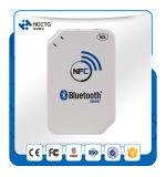 lettore di schede tenuto in mano a pile di 13.56MHz NFC Bluetooth (ACR1255)
