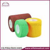 Het kleurrijke Samenhangende Medische Zelfklevende Verband van de Sport