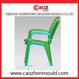 Molde plástico de la silla del brazo con diseño del botón