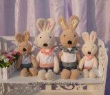 옷을%s 가진 귀여운 채워진 토끼 견면 벨벳 장난감