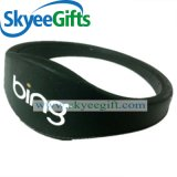 Kundenspezifisches preiswertes unregelmäßiges Silikon-Band mit Firmenzeichen