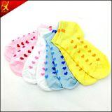 Crear los calcetines del tobillo para requisitos particulares del algodón de las mujeres del telar jacquar al por mayor