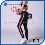 Le plus défunt pantalon de coton de mode avec le côté rayé rouge pour la bande élastique de taille de femmes avec la corde
