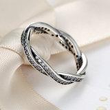 Torção autêntica desobstruída da CZ da jóia Twisted Stackable do anel do destino