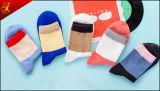 Chaussettes faites sur commande compétitives de femmes de prix usine