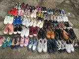 Verwendete Schuhe und zweite Handschuhe
