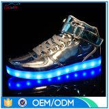 Niedrige MOQ LED Turnschuh-Mann-und Frauen-hohe Spitzenfußbekleidung