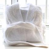 白いホテルのSherpaカラーが付いている男女兼用の切口の山ローブ
