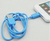 Buntes Kurbelgehäuse-Belüftung isolierte der 8 Pin-Blitz USB-Kabel Mikro-USB-Aufladeeinheit