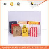La vente en gros d'usine réutilisent les sacs de papier de cadeau avec le logo de compagnie