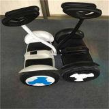 ハンドルが付いているスマートな彷徨いのボードのスクーター