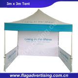 O anúncio ao ar livre estala acima a barraca com quadro de alumínio