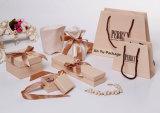 Vervaardiging van de Vakjes van de Juwelen van de Gift van het Document van de room de Witte Vierkante met het Lint van de Zijde