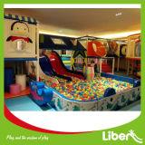 Tipo de interior del patio y teatro colorido material de los cabritos del plástico del patio del plástico