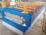 機械を形作る金属のタイルロール
