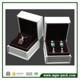 ピアノ白い光沢のあるラッカーを塗られた木の宝石箱