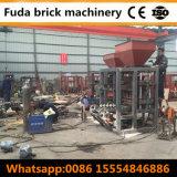 Máquina QT4-24B Semi Automático Concreto Hollow Block Fazendo