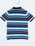 주문 소년의 줄무늬로 한 폴로 셔츠