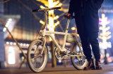 Rétro vélo électrique de ville avec la batterie au lithium