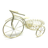 장식적인 홈과 정원 장신구 금속 세발자전거는 화분 대를 형성했다