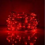 Tarro de cristal rojo en la lámpara de hadas del germen de plata del alambre que adorna artes