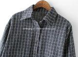 Longue chemise de plaid de femmes de coton gris du `S