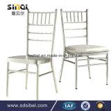 スタックするアルミニウム金属の樹脂ホテルのレストランの宴会の結婚式のためのChiavariの椅子を食事する