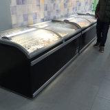 Congelatore nero di colore ampiamente usato nel tipo congelatore della cassa del supermercato dell'isola
