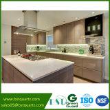 Pedra branca de quartzo das vendas quentes com as microplaquetas grandes para a cozinha