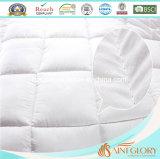 Il formato standard bianco di gloria del san morbido come giù imbottisce il Comforter di riempimento interno