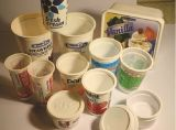 기계를 만드는 플라스틱 컵 또는 유리 또는 콘테이너 또는 쟁반