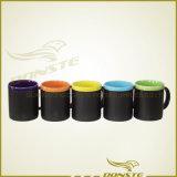Una tazza di ceramica senza piombo nera infrangibile di due toni